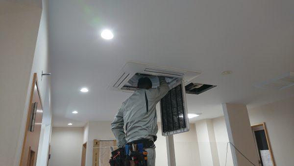 きょうの作業 ビル高圧幹線工事&パッケージエアコン設置